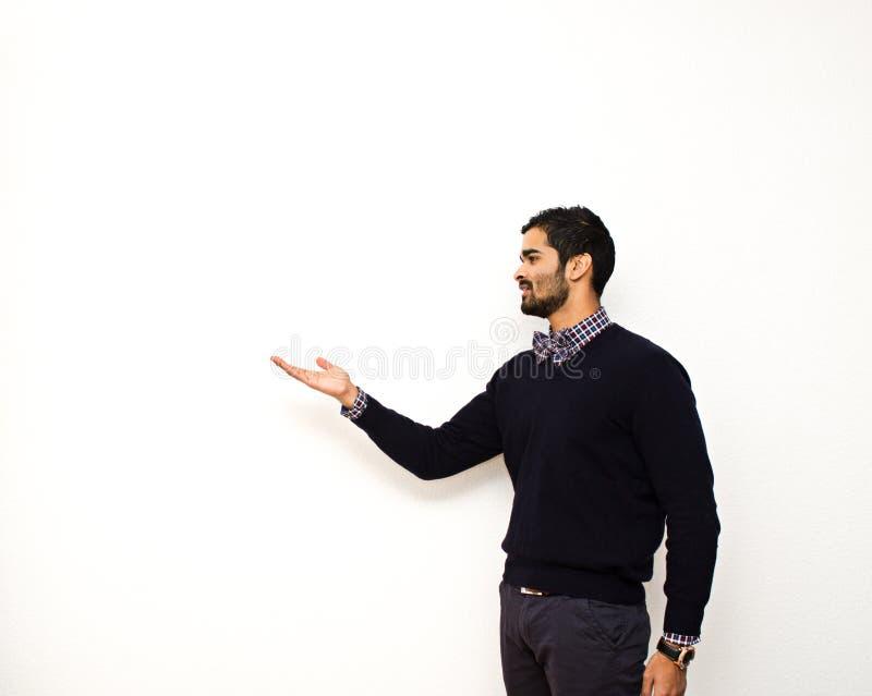 Het knappe bedrijfsmens richten stock foto
