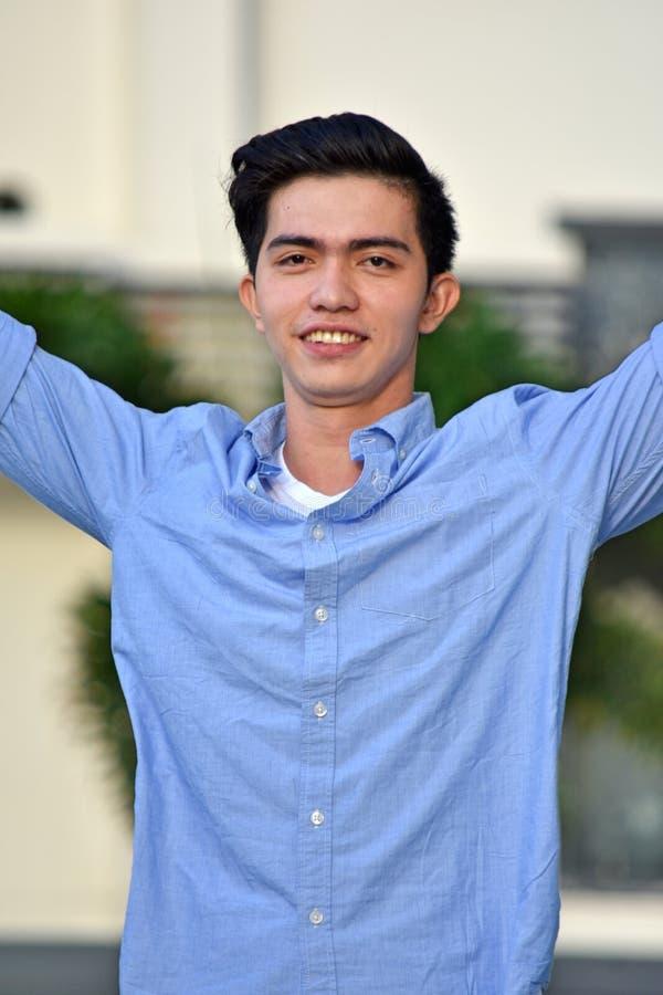 Het knappe Filipijnse Mannelijke Glimlachen stock foto's