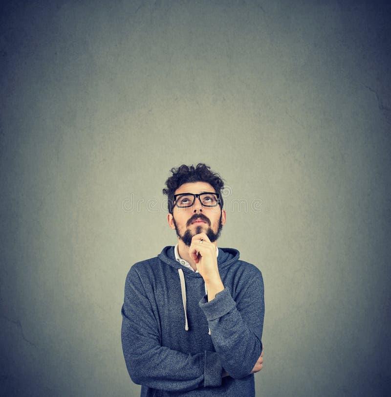 Het knappe hipster jonge mens denken royalty-vrije stock fotografie