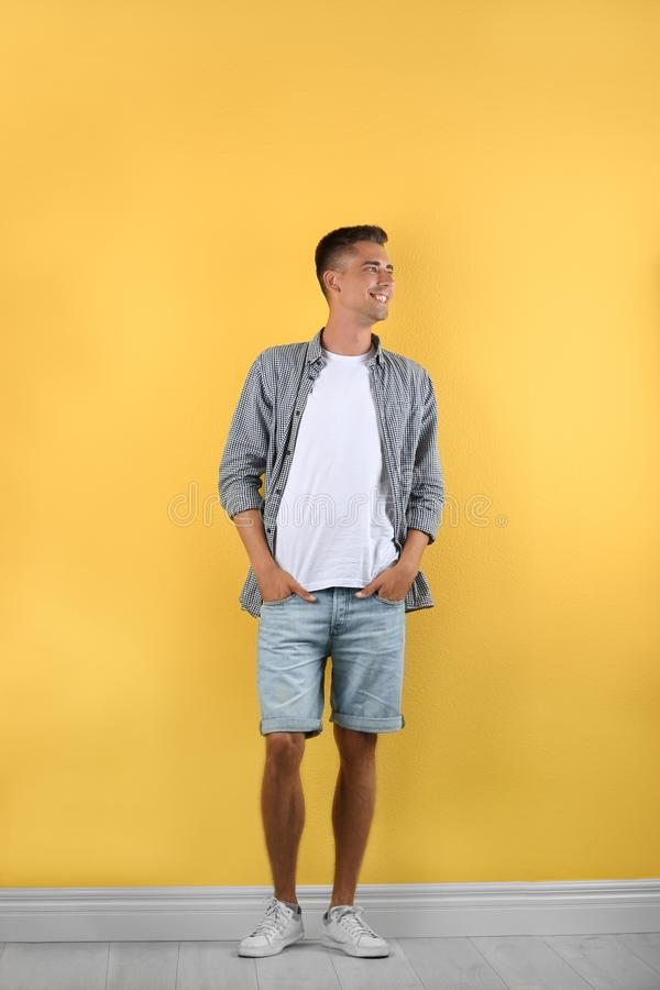 Het knappe jonge mens glimlachen royalty-vrije stock fotografie