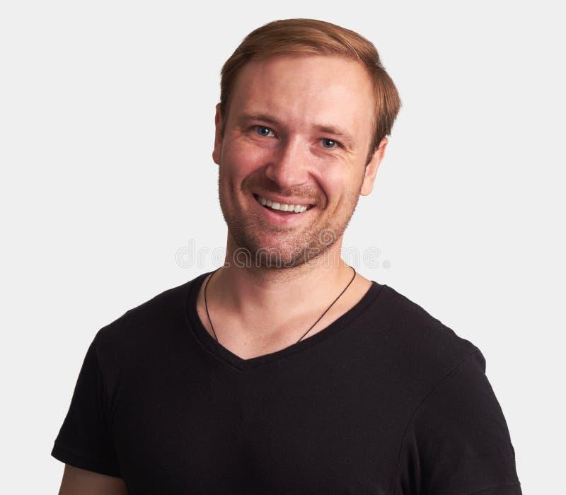 Het knappe jonge mens glimlachen Geïsoleerde stock foto's