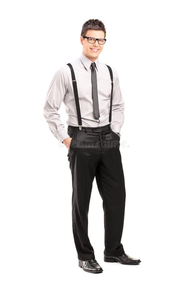 Het knappe jonge mens stellen in modieuze kleding royalty-vrije stock foto's