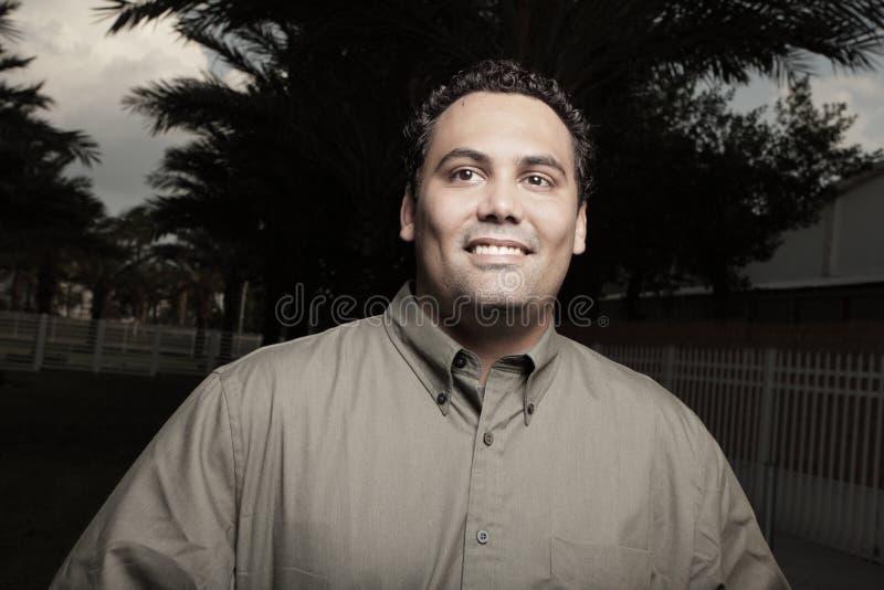 Het knappe mens glimlachen stock afbeelding