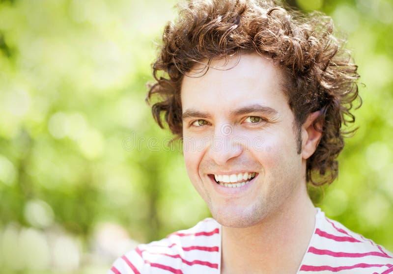 Het knappe Mens Glimlachen royalty-vrije stock fotografie