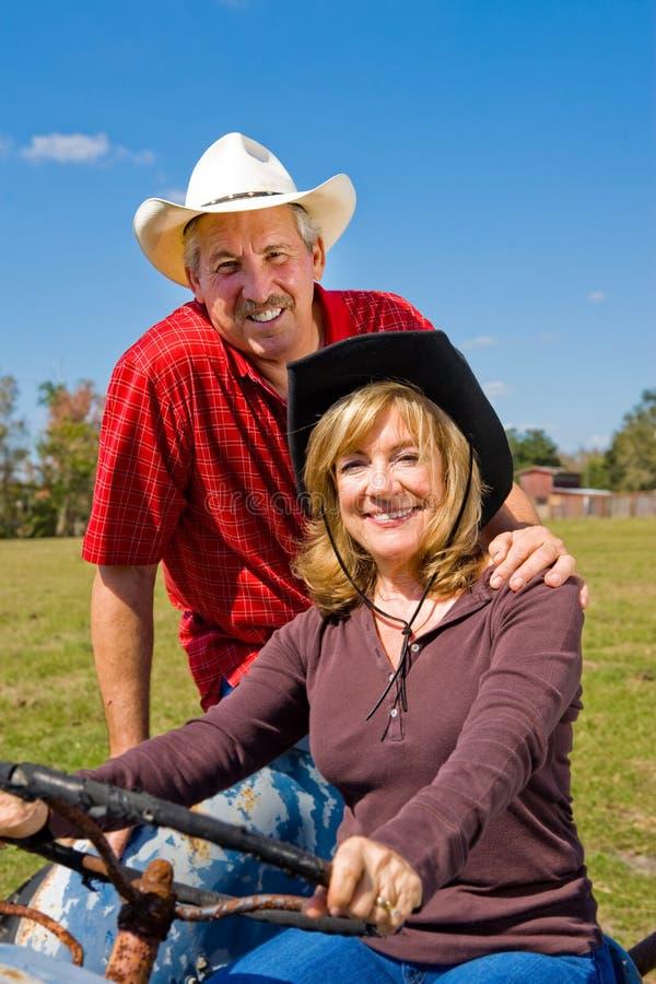 Het knappe Paar van het Landbouwbedrijf royalty-vrije stock afbeelding