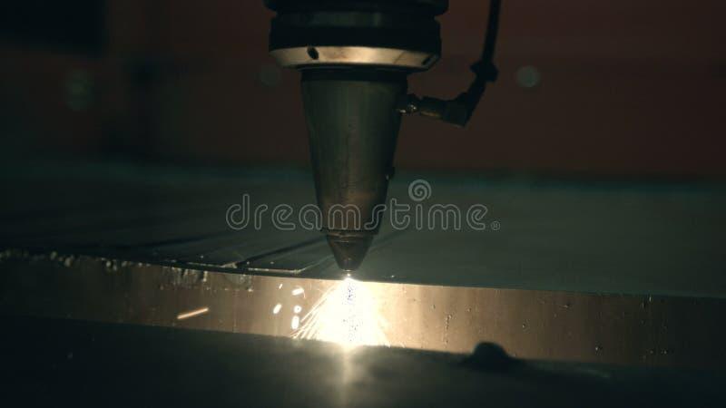 Het knipsel van metaal bij de installatie stock footage