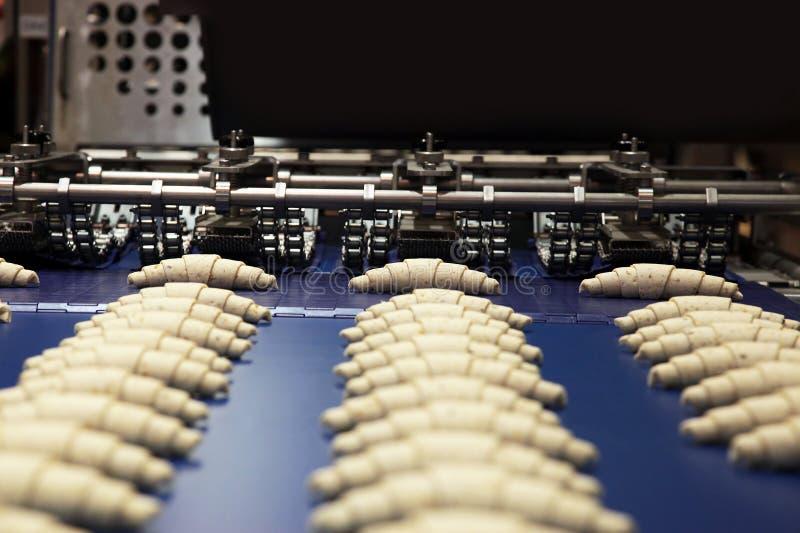 Het koekje van de productie in fabriek stock afbeelding