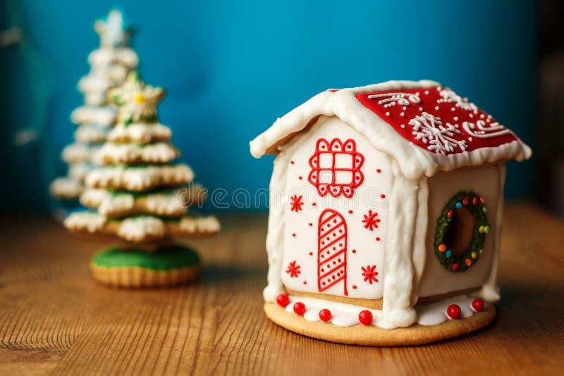 Het Koekjeshuis van de Kerstmispeperkoek Vakantiesnoepjes Van de vakantievoedsel en decoratie concept stock afbeelding