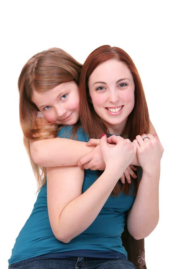 Het koesteren van zusters royalty-vrije stock foto's