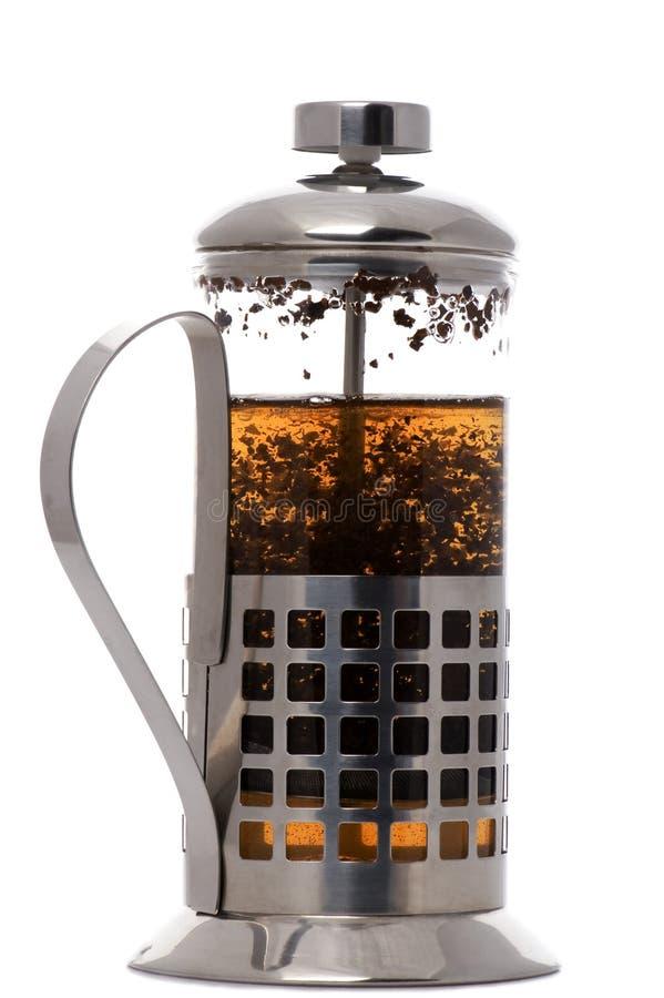 Het koffiezetapparaat van de pers met thee op wit stock afbeelding