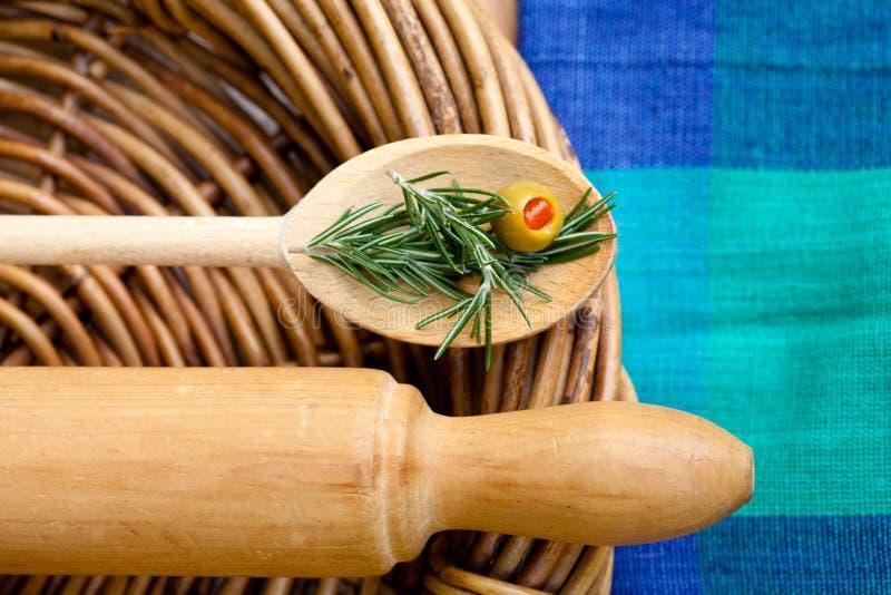 Het koken - Deegrol en Houten Lepel stock afbeeldingen