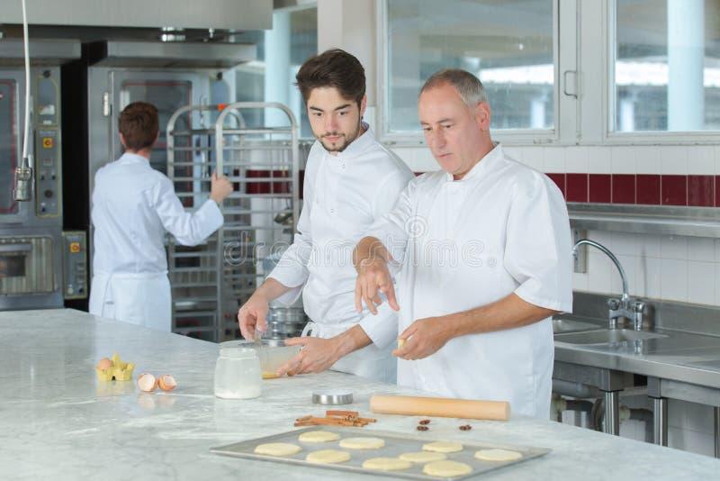 Het koken lessen van chef-kok stock foto
