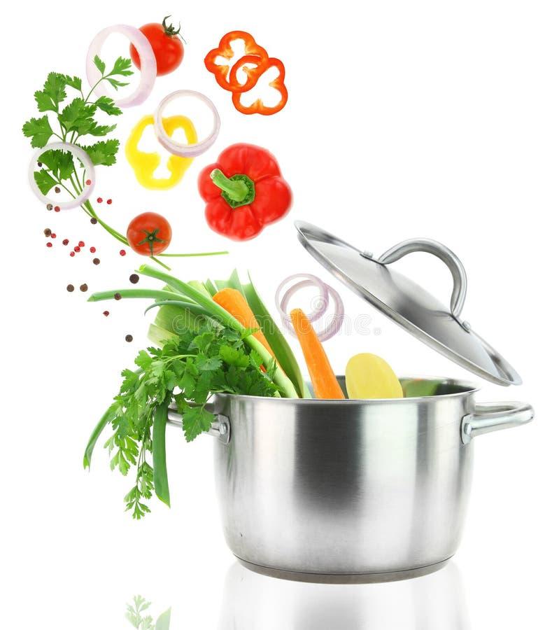 Het koken met groenten stock foto's