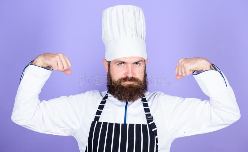 Het koken is mijn macht Het koken gemakkelijk en prettig beroep Geworden chef-kok bij restaurant Professionele chef-kok zeker stock foto's