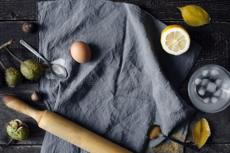 Het koken reeks op de houten mening van de lijstbovenkant stock fotografie