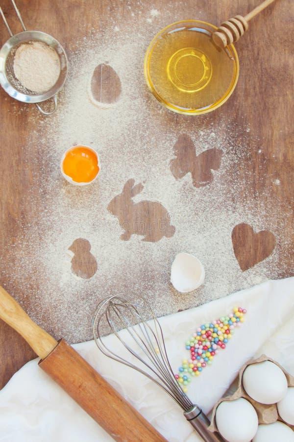 Het koken van conceptenpasen met uw familie in de keuken, huisvrije tijd stock afbeeldingen