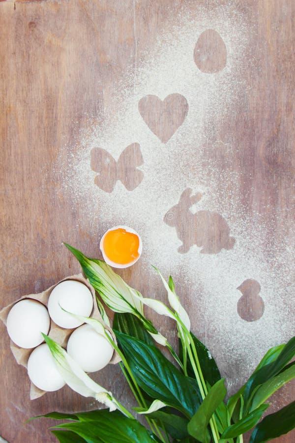Het koken van conceptenpasen met uw familie in de keuken, huisvrije tijd royalty-vrije stock afbeeldingen