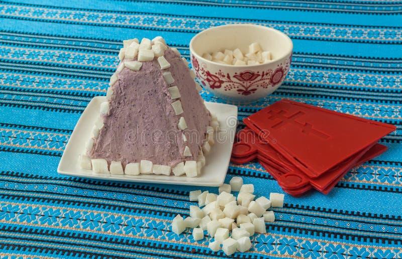 Het koken van het traditionele Pasen-dessert van kwark royalty-vrije stock afbeelding