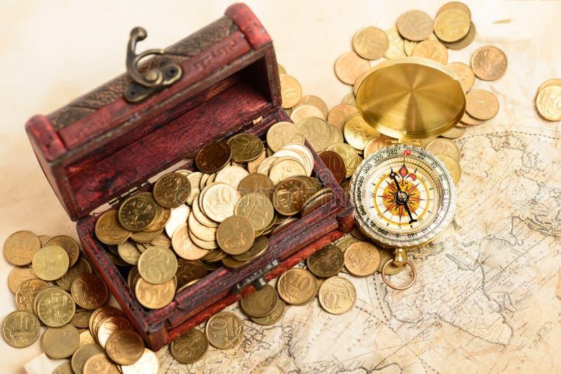 Het kompas van het de kaartgeld van de schatborst royalty-vrije stock afbeelding