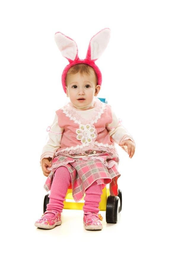 Het konijnoren van de baby met sidecar te berijden. stock afbeeldingen