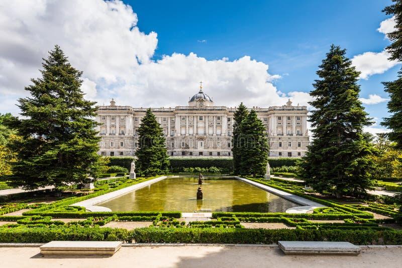 Het koninklijke paleis van Madrid stock fotografie