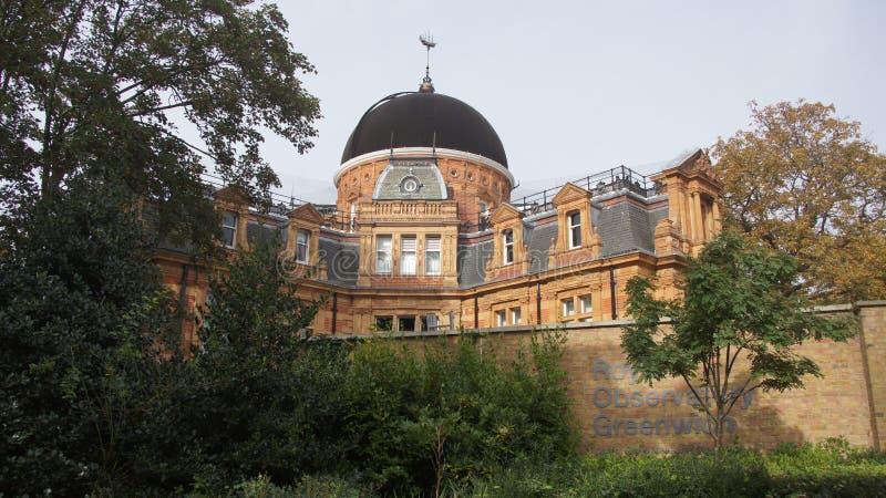 Het Koninklijke Waarnemingscentrum in het park van Greenwich dichtbij Londen stock foto's