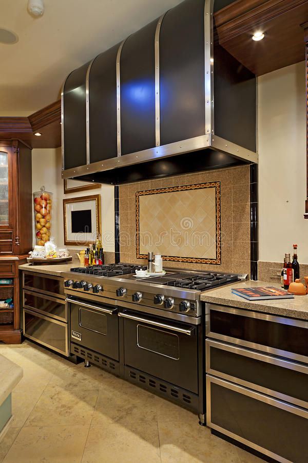 Het kooktoestel van het roestvrij staalfornuis in keuken royalty-vrije stock foto's