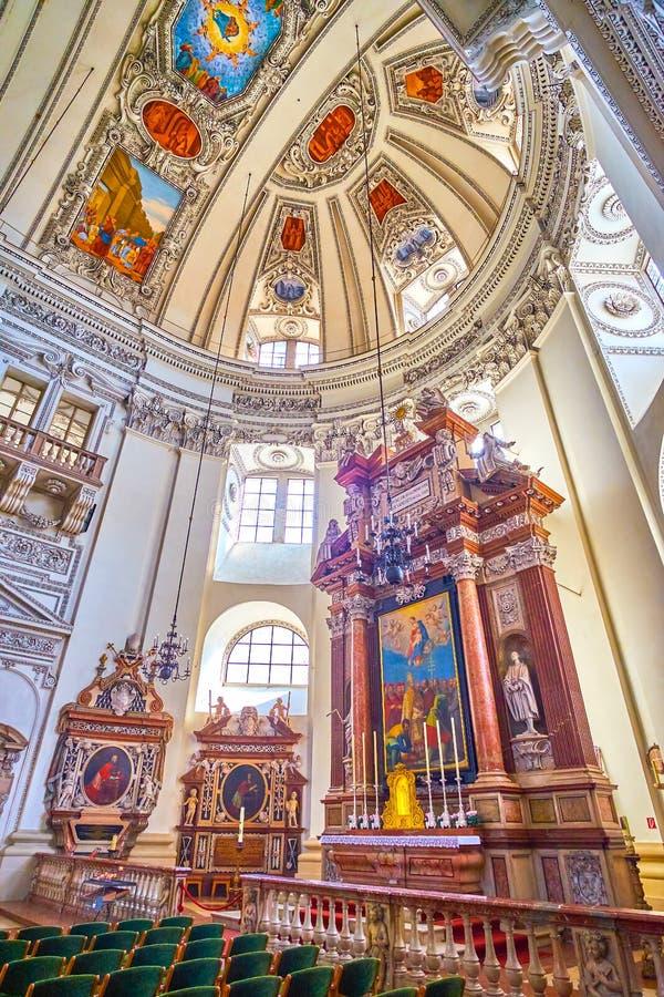 Het Koor met Altaar van Kathedraal in Salzburg, Oostenrijk stock foto