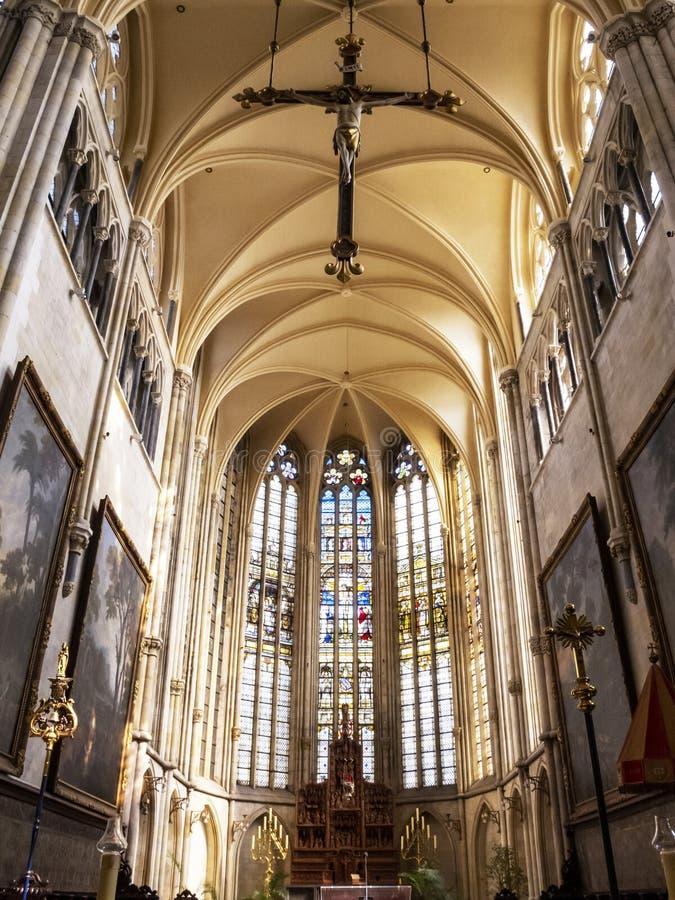 Het koor van Tongeren-Basiliek, onze-Lieve-Vrouwe Basiliek in de oudste stad in België stock afbeelding