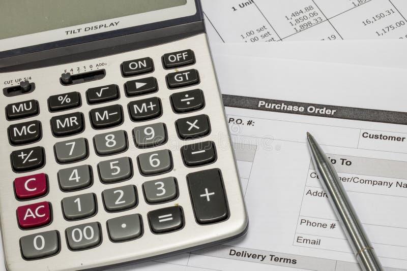 Het kopen orde en calculator stock fotografie