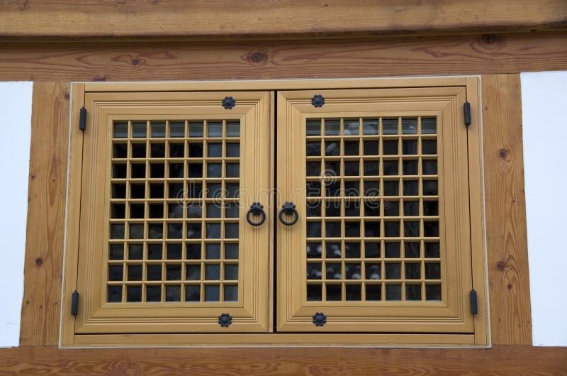 Het Koreaanse traditionele houten huis van het vensterdetail stock fotografie