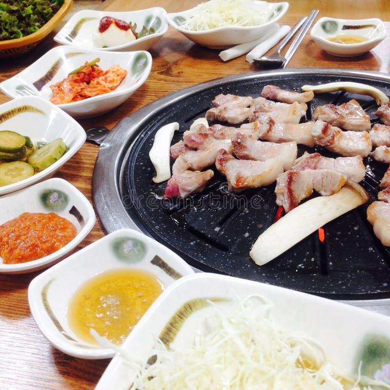 Het Koreaanse voedsel, BBQ, roosterde Varkensvlees in het Koreaanse Restaurant, Zuid-Korea stock foto