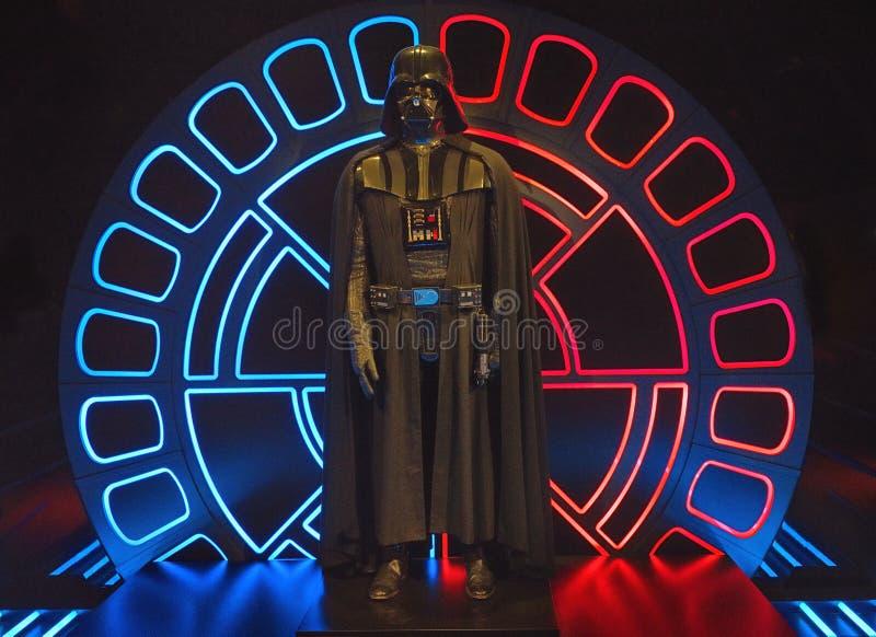 Het kostuum van Darthvader, Star Wars-Identiteiten, O2-arena Londen royalty-vrije stock afbeelding