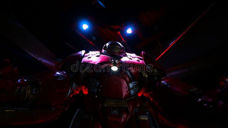 Het kostuum van rompbuster iron man bij de Tony Stark-basis stock afbeelding