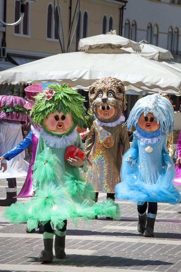Het kostuummaskerade van Carnaval van drie fantasiekarakters stock foto's