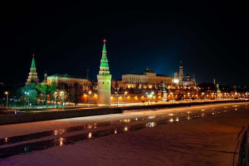 Het Kremlin bij nacht stock foto's