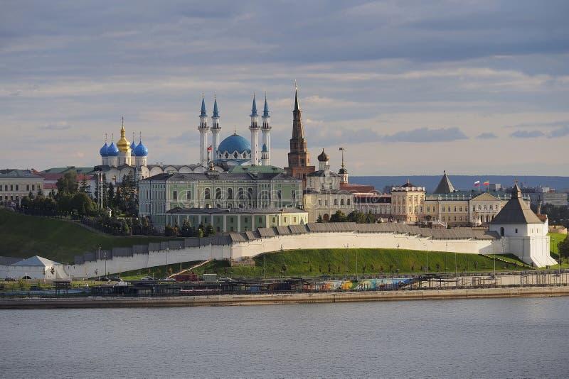 Het Kremlin bij zonsondergang in stad Kazan, Rusland stock foto's