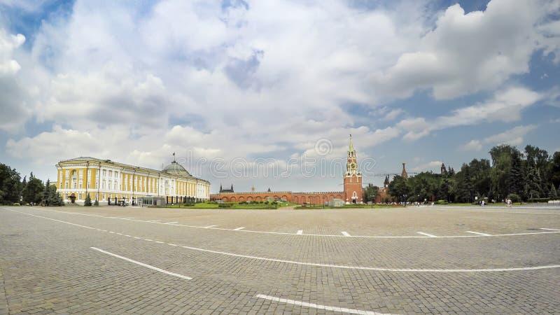 Het Kremlin met de Senaatsbouw in Moskou stock foto's