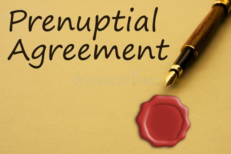Het krijgen van een prenuptial overeenkomst royalty-vrije stock afbeelding
