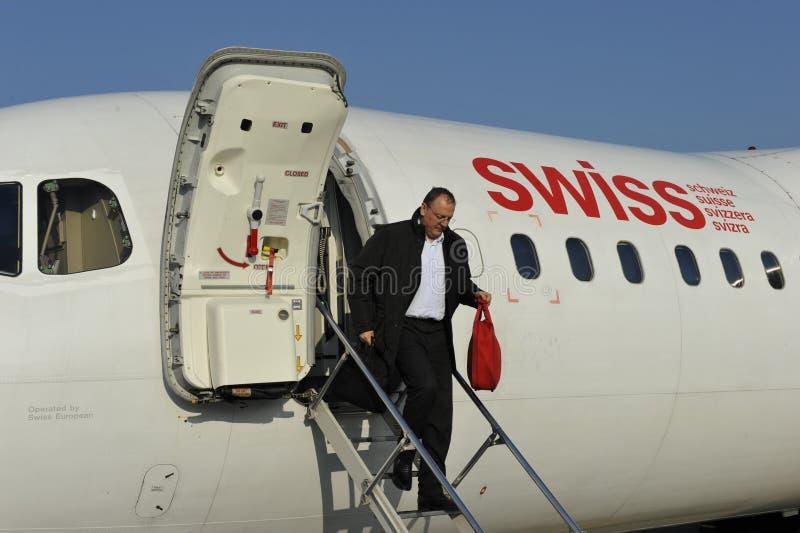 Het krijgen van een Zwitsers Vliegtuig stock afbeeldingen