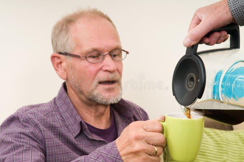 Het krijgen van Koffie stock afbeeldingen