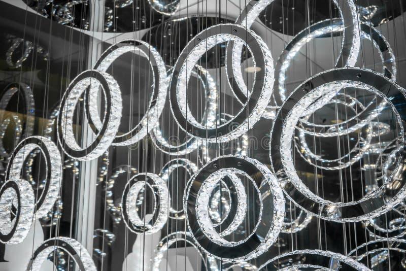 Het kristal belt LEIDENE kroonluchtertegenhanger het lichte hangen van plafond stock foto's
