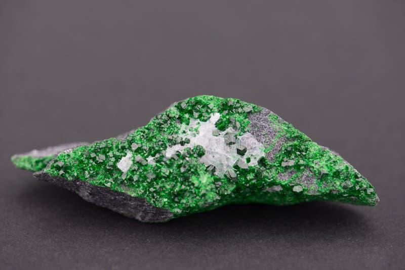 Het kristalcluster van de Uvarovitegranaat royalty-vrije stock fotografie