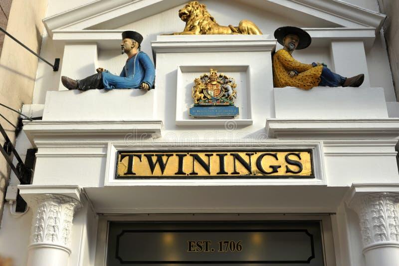 Het kronkelen de oudste die theewinkel in de wereld in Bundel, Londen wordt gevestigd stock foto