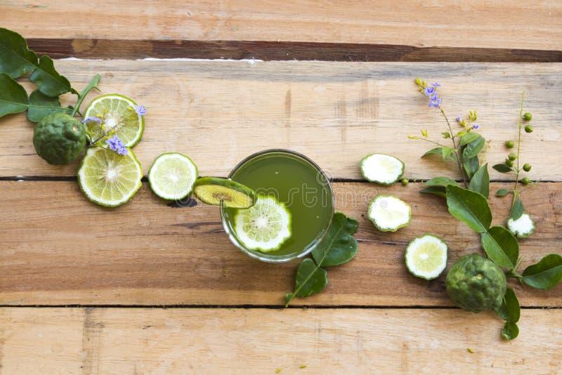 Het kruiden gezonde water van de dranken kaffir kalk bevroren cocktail royalty-vrije stock afbeelding