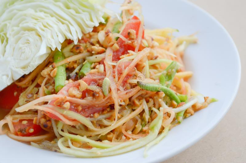 Het kruidige gezonde voedsel van Thailand van de Papajasalade royalty-vrije stock foto