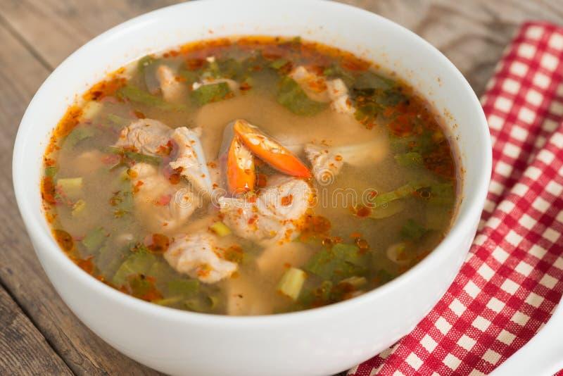Het kruidige kraakbeen van het soepvarkensvlees met Thais kruid royalty-vrije stock foto's