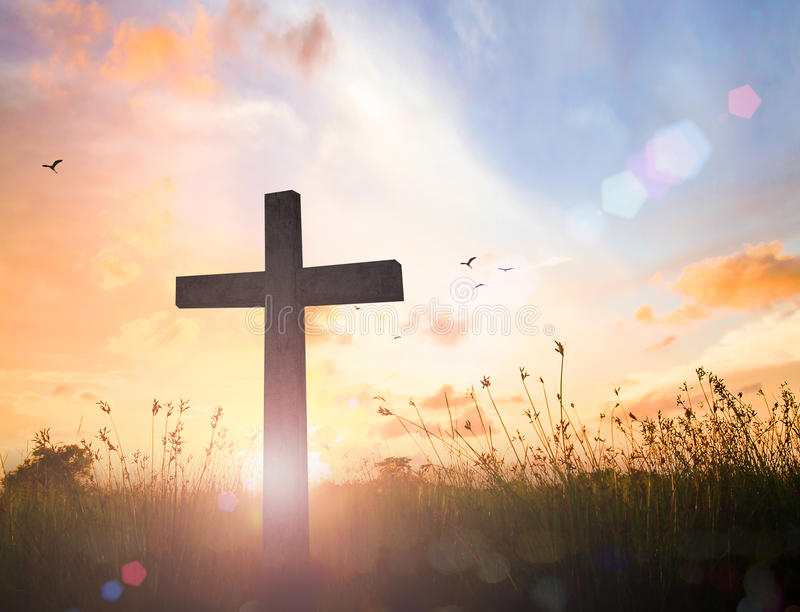 Het kruis op zonsondergang stock fotografie
