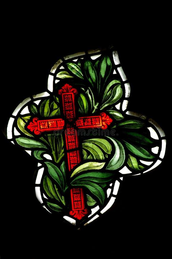 Het kruis van Christendom (gebrandschilderd glas) stock foto