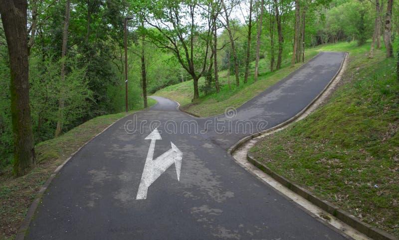 Het kruispunt, kiest een weg stock fotografie